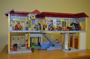 Playmobil #4323 Large School COMPLETE!!! Condition is MINT!! Cambridge Kitchener Area image 1