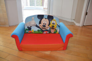 sofa lit Mickey mouse