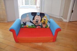 sofa lit Mickey mouse