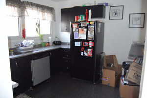 3 bed house on Limberlost avail Dec 1st London Ontario image 4