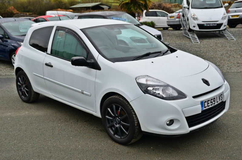 2009 59 renault clio 1 2 16v extreme 3 door white in aberystwyth ceredigion gumtree. Black Bedroom Furniture Sets. Home Design Ideas
