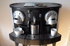 Machine à café Nespresso Gemini NEUVE