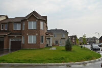 END UNIT 3 BEDROOM TOWNHOUSE IN BARRHAVEN AVAILABLE MAY 1ST 2015