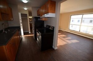 2 bedroom Renovated w balcony downtown Avail Now 114th