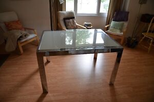 Structube Jasmine extendable dining table