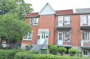 Renovated 31/2 in semi-basement CDN. Heating+electricity include