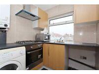2 bedroom flat in Shrewsbury Avenue, Kenton, HA3