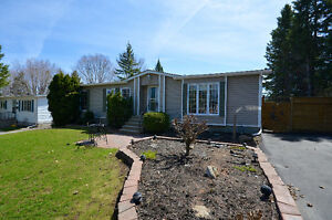 LOCATION!! SPACIOUS 3 BEDROOM HOUSE CLOSE TO AMENITIES, TRANSIT,