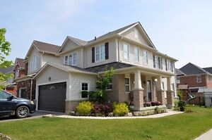 Beautiful 5 years old home in Ancaster Meadowland