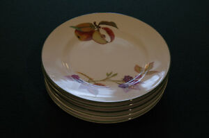 Evesham Vale by Royal Worcester 1986  Bread and Butter Plates Edmonton Edmonton Area image 1