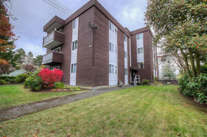large 2 bedroom 2 bathroom condo in an amazing location