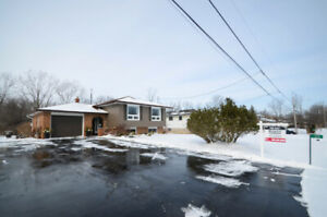 Family home on large lot backing onto river - OPEN HOUSE SUNDAY