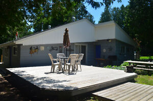 Cute as a button Inverhuron house for weekly summer rental