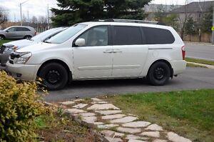 2006 Kia Sedona Minivan, Van