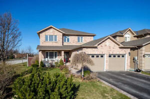 EXECUTIVE 4 BDRMS HOME W/FIN BSMT WALK TO THE LAKE