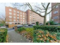 5 bedroom flat in Vermont Road, London, SW1