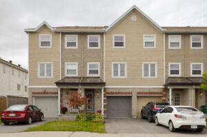 Well Maintained 2 Bedroom + Loft, 4 Bath Townhome in Barrhaven
