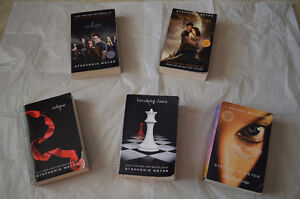 ALL 4 TWILIGHT BOOKS + THE HOST