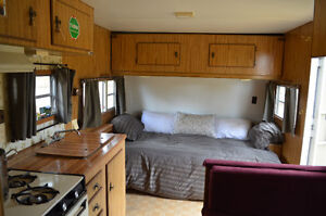 Great clean trailer, bunks, sleeps 7, 24 ft. Prowler St by Fleet