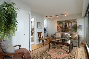 Panoramic views West Van Townhouse-like condo for SALE North Shore Greater Vancouver Area image 7