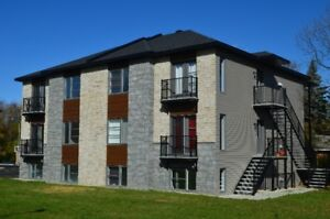 Luxury condo in Beauharnois, 5 min from Aut 30, get a FREE TV!!!