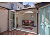1 bedroom house in Cross Street, London, SW13