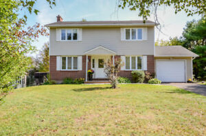 2 Storey Home in Riverview, Garage & Fenced backyard!!