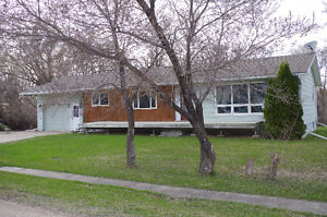 RIVERFRONT PROPERTY JUST 30 MIN FROM WPG!!