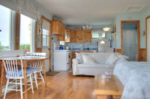 Tranquil Waterfront Cottage-OFF SEASON RATES ARE NOW ON!!