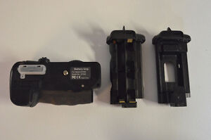 BATTERY GRIP FOR NIKON D7000 CAMERA