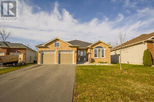 25 Kanvers Way Napanee 4 Bed 3 Bath March 15. $1700+ Non Smoking