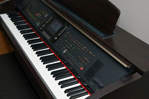 Piano composeur Clavinova haut de gamme CVP-305