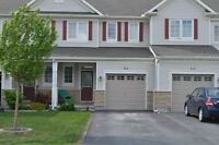 Hip 3 bedroom, 2 1/2 bath townhome in Trailwest kanata