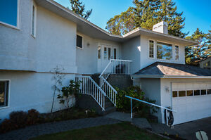 121 Rockcliffe Pl Langford BC - Home with InLaw Suite