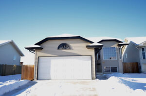5 bdrms, attached garage, quiet close, backs on to Green space