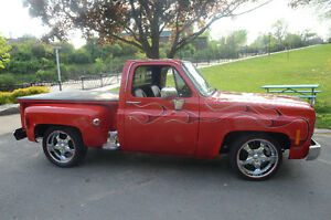 CLASSIC CHEVY C10 STEPSIDE PICKUP TRUCK