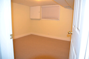 ROOM FOR RENT TO STUDENTS AT TRENT & Flemming &YOUNG PROFESSIONA