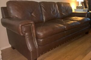 Beautiful Leather Couch (Richmond Hill Area)