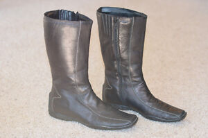 Ladies Black Leather Flat Heeled Boot Edmonton Edmonton Area image 2