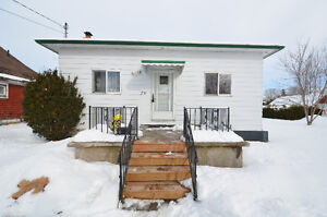 CUTE BUNGALOW!!! 76 Cambridge Street South, Lindsay, ON