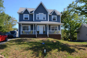 GORGEOUS 3/4 BR FAMILY HOME IN ENFIELD - GARAGE & POOL
