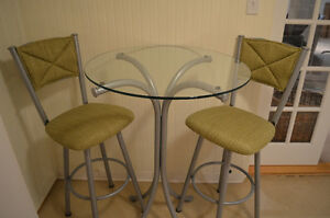 Bar table and 2 Bar stools /