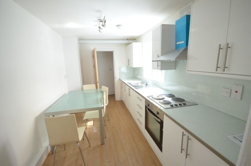 Central Line-Queen Mary Uni-4 Double Bedroom-2 Bathroom House-2 Mins Tube-The City-Ava 28th July
