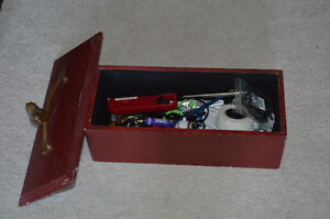 Solid destressed wooden box with metal bird handle on the lid Kitchener / Waterloo Kitchener Area image 2