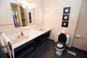 Newmarket Large 3 Bedroom 1 Bathroom Main Floor for rent !