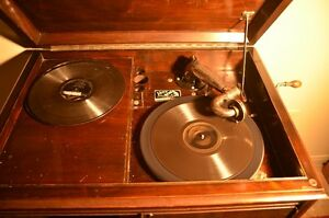 Antique Victor Gramophone