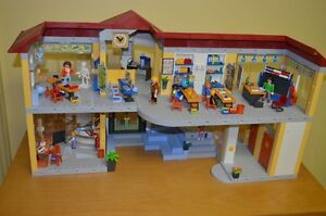 Playmobil #4323 Large School COMPLETE!!! Condition is MINT!! Cambridge Kitchener Area image 2