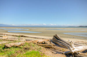 $599,000, 2 BD/2BR, 50 Steps to the Beach, 15-1065 Tanglewood