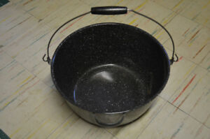 LARGE ENAMEL POT  WITH HANDLE