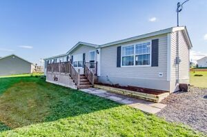 Gorgeous country mini home in new condition!